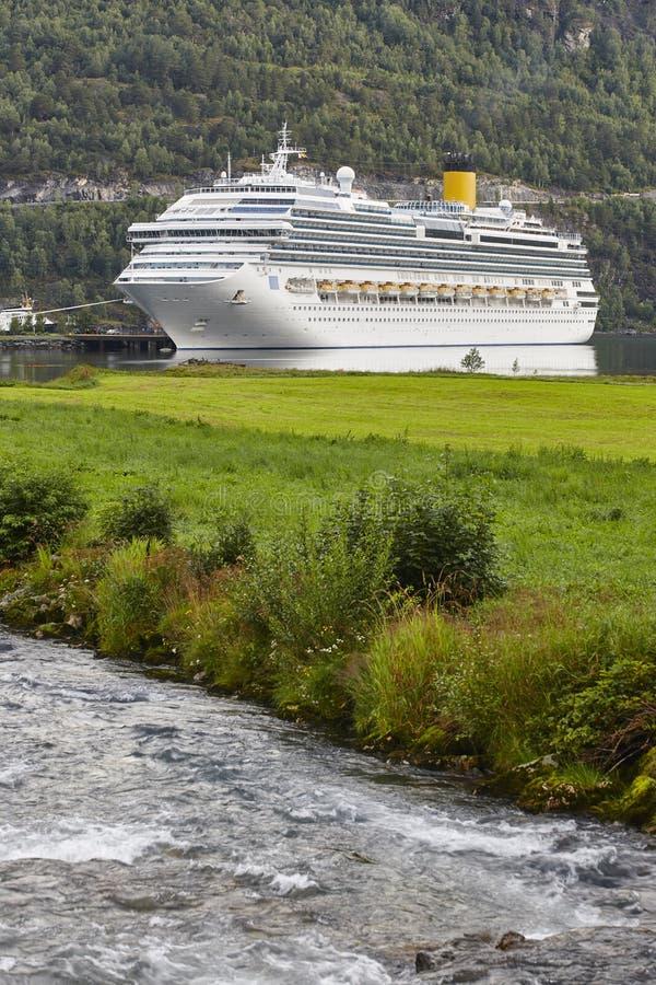 Νορβηγικό τοπίο φιορδ Ταξίδι κρουαζιέρας Τουρισμός της Νορβηγίας ταξιδιού στοκ φωτογραφίες