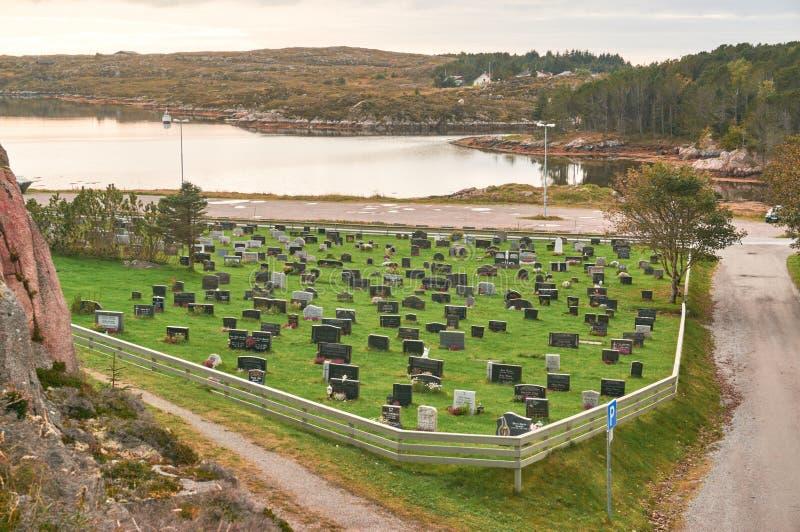 Νορβηγικό φθινόπωρο στο νεκροταφείο στοκ φωτογραφίες με δικαίωμα ελεύθερης χρήσης