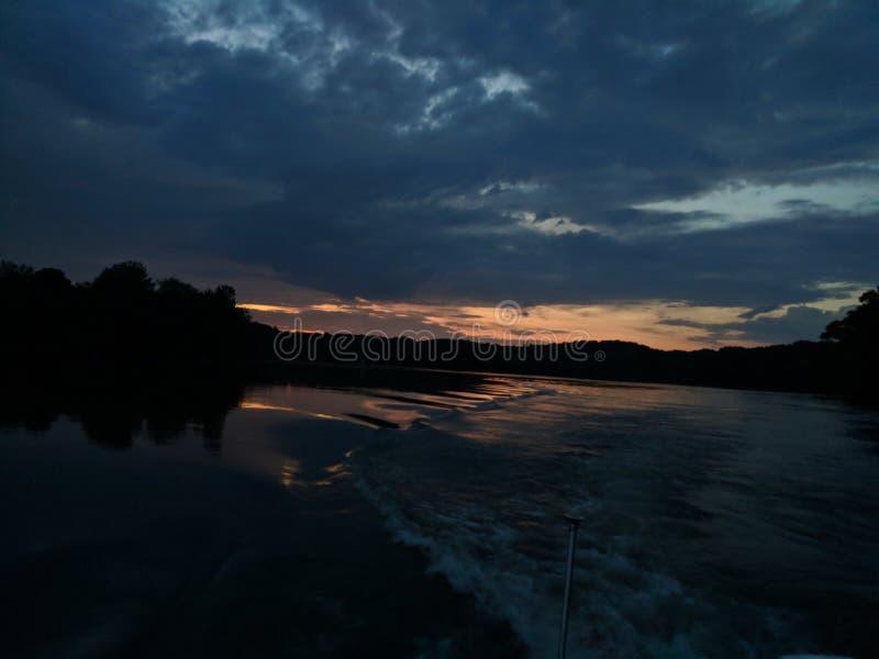 Νορμανδικό πρόσφατο ηλιοβασίλεμα λιμνών στοκ φωτογραφία