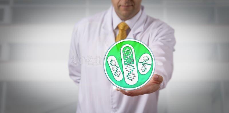 Νοσοκομειακός γιατρός που προσφέρει τα φάρμακα βασισμένα στη σκιαγράφηση DNA στοκ φωτογραφία