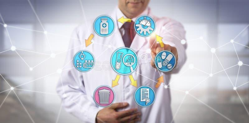 Νοσοκομειακός γιατρός που συμμετέχεται αρσενικός στη φαρμακοεπαγρύπνηση στοκ φωτογραφία