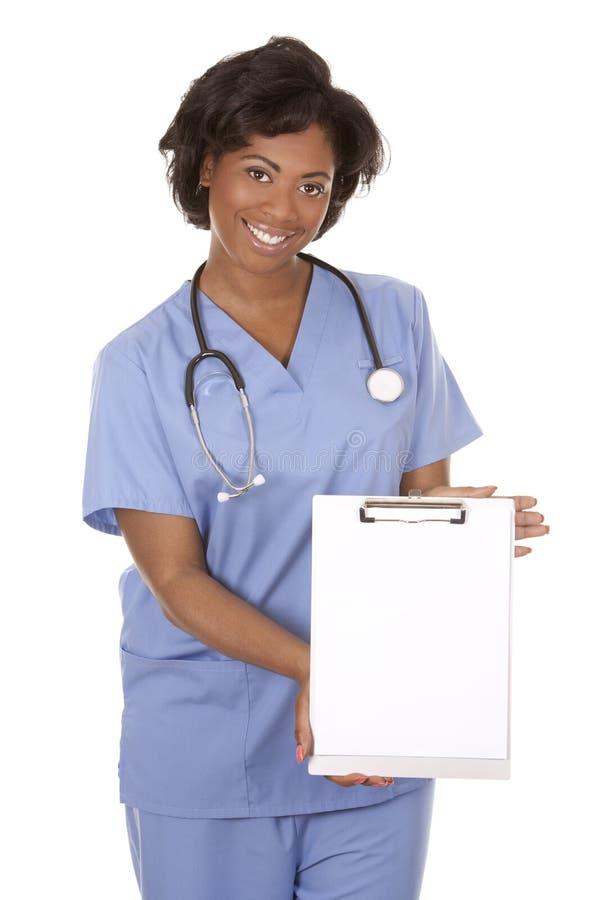 Νοσοκόμα που χρησιμοποιεί το στηθοσκόπιο στοκ εικόνα