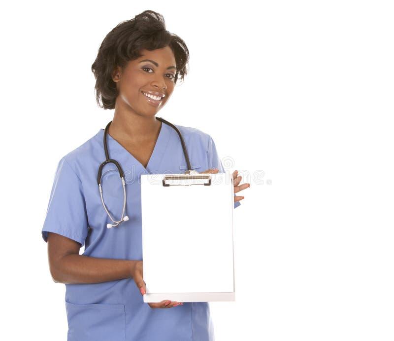 Νοσοκόμα που χρησιμοποιεί το στηθοσκόπιο στοκ φωτογραφία με δικαίωμα ελεύθερης χρήσης