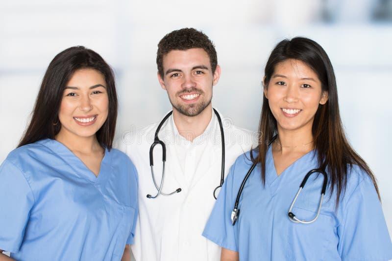 Νοσοκόμες και γιατρός στο νοσοκομείο στοκ φωτογραφίες με δικαίωμα ελεύθερης χρήσης
