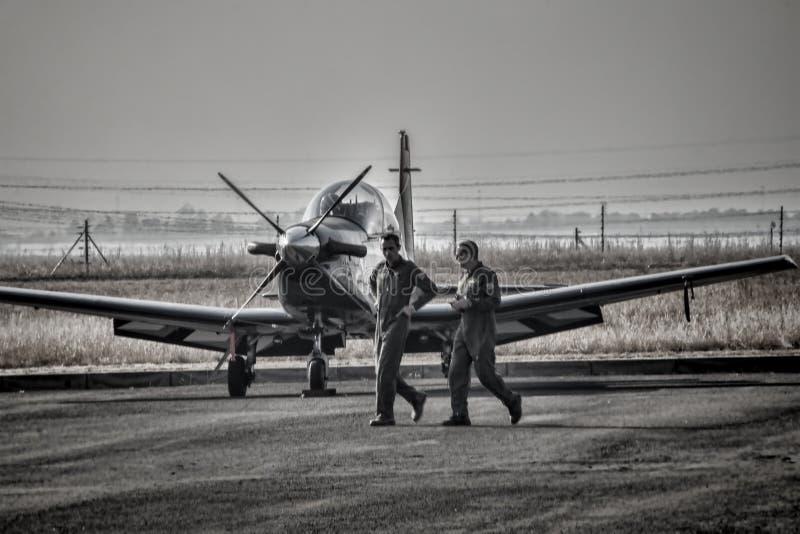 Νοτιοαφρικανικό αεροπλάνο Pilatus γερακιών Πολεμικής Αεροπορίας ασημένιο στοκ φωτογραφίες