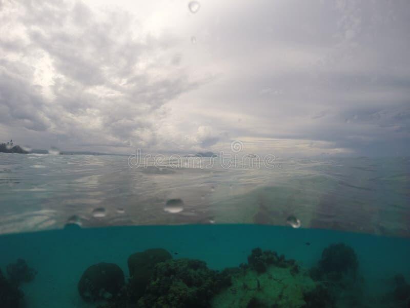 Νοτιοειρηνικός ωκεανός στη Παπούα Νέα Γουϊνέα στοκ φωτογραφία με δικαίωμα ελεύθερης χρήσης