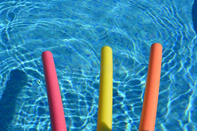 Νουντλς λιμνών σε μια πισίνα άνωθεν, κανένας άνθρωπος στοκ εικόνα με δικαίωμα ελεύθερης χρήσης