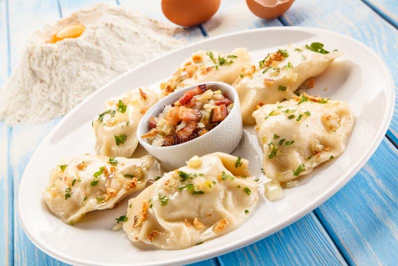 Νουντλς τυριών με το μπέϊκον στοκ εικόνες