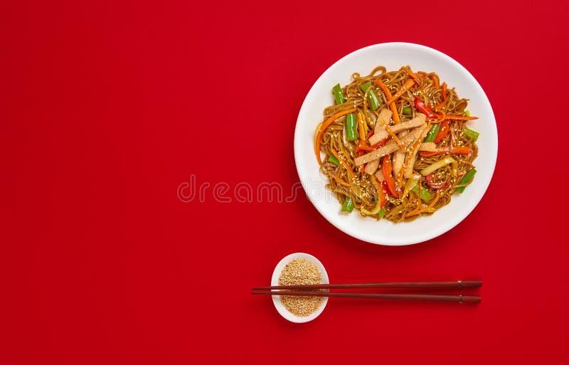 Νουντλς Soba με το βόειο κρέας και τα λαχανικά E στοκ φωτογραφίες με δικαίωμα ελεύθερης χρήσης