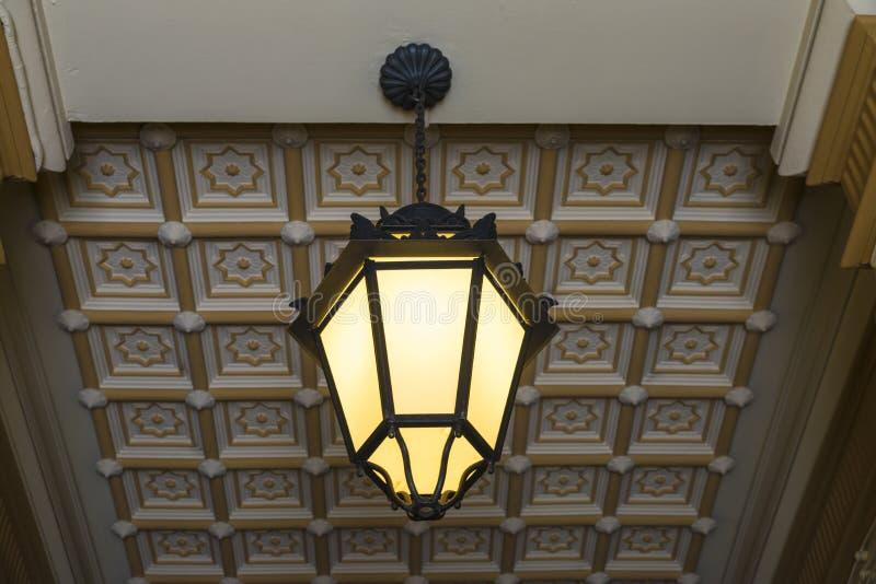 Ντεμοντέ φως σε ένα κλασικό κτήριο στοκ εικόνες με δικαίωμα ελεύθερης χρήσης