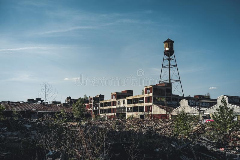 Ντιτρόιτ, Μίτσιγκαν, Ηνωμένες Πολιτείες - τον Οκτώβριο του 2018: Άποψη των εγκαταλειμμένων αυτοκίνητων εγκαταστάσεων Packard στο  στοκ εικόνες