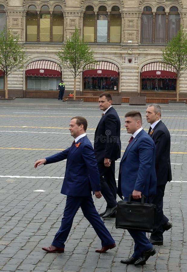 Ντμίτρι Μεντβέντεφ, πρωθυπουργός της Ρωσικής Ομοσπονδίας, στην κόκκινη πλατεία κατά τη διάρκεια του εορτασμού της 74ης επετείου V στοκ φωτογραφία
