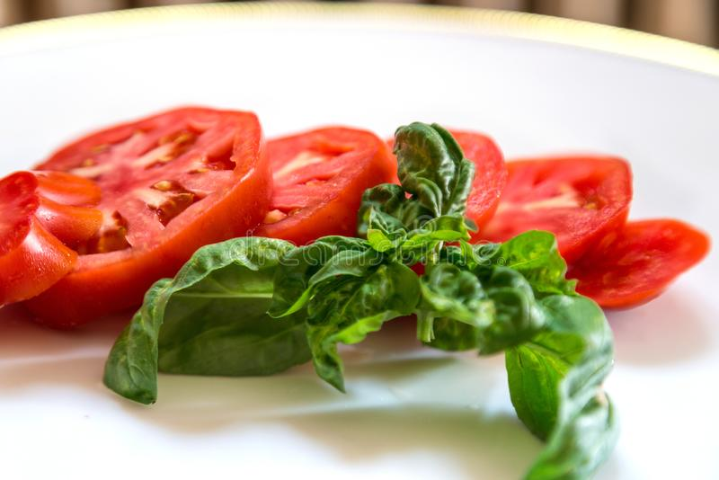 Ντομάτα και βασιλικός στοκ φωτογραφία με δικαίωμα ελεύθερης χρήσης