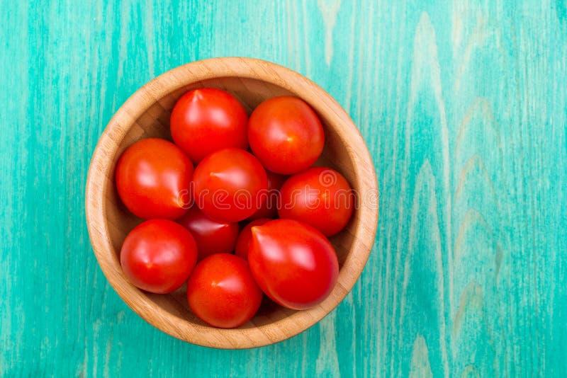 Ντομάτες κερασιών σε έναν παλαιό στοκ εικόνες με δικαίωμα ελεύθερης χρήσης