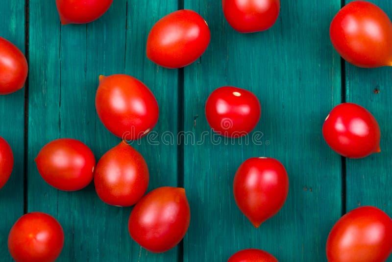 Ντομάτες κερασιών σε έναν παλαιό στοκ εικόνα με δικαίωμα ελεύθερης χρήσης