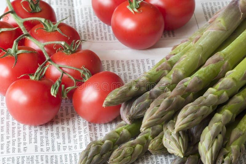 ντομάτες σπαραγγιού στοκ φωτογραφία με δικαίωμα ελεύθερης χρήσης