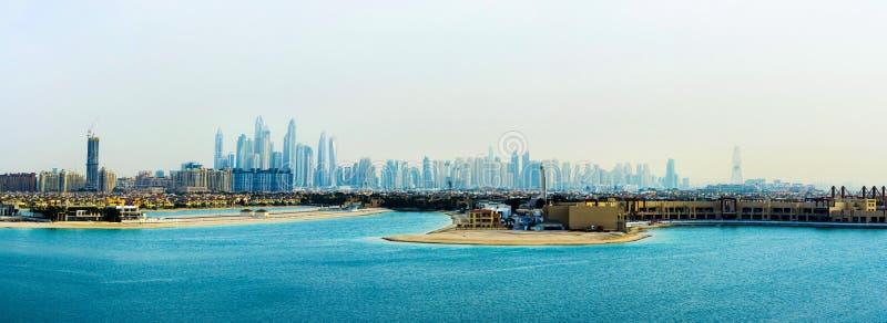 Ντουμπάι, Ηνωμένα Αραβικά Εμιράτα - 24 Φεβρουαρίου 2018: Πανόραμα της μαρίνας του Ντουμπάι από το νησί Jumeirah φοινικών στοκ εικόνες