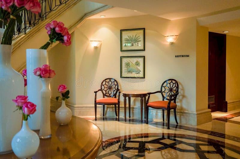 Ντουμπάι Καλοκαίρι 2016 Φωτεινό και σύγχρονο εσωτερικό το ξενοδοχείο Ritz Carlton Ντουμπάι στοκ φωτογραφία