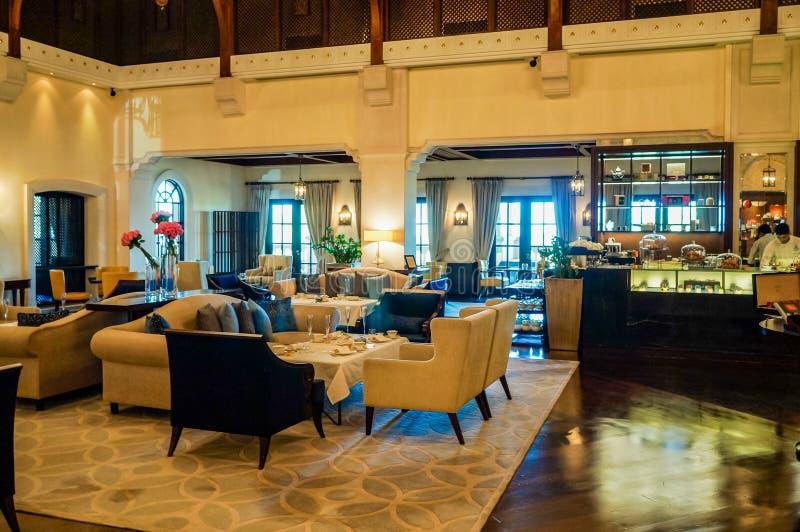 Ντουμπάι Καλοκαίρι 2016 Φωτεινό και σύγχρονο εσωτερικό το ξενοδοχείο Ritz Carlton Ντουμπάι στοκ εικόνες
