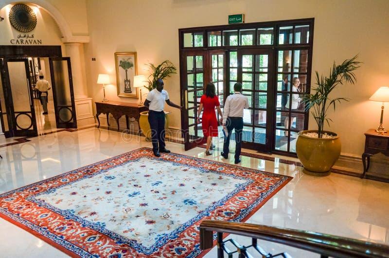 Ντουμπάι Καλοκαίρι 2016 Φωτεινό και σύγχρονο εσωτερικό το ξενοδοχείο Ritz Carlton Ντουμπάι στοκ εικόνα με δικαίωμα ελεύθερης χρήσης