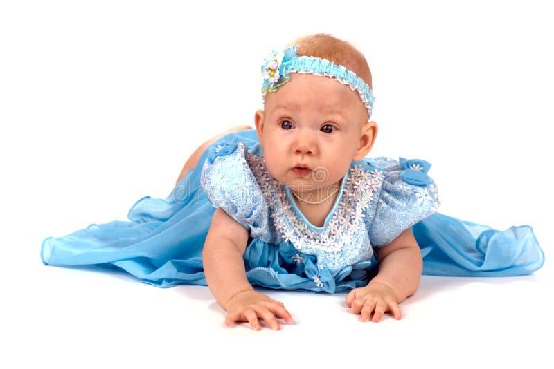 ντυμένο μωρό κορίτσι καλά στοκ φωτογραφία