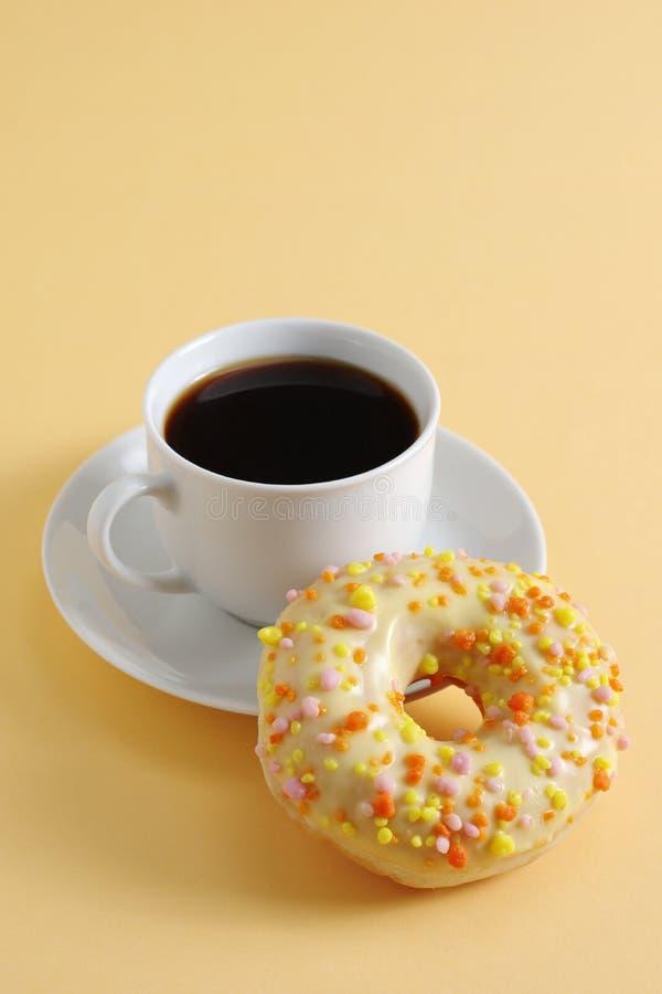Ντόνατ και καφές στοκ φωτογραφίες