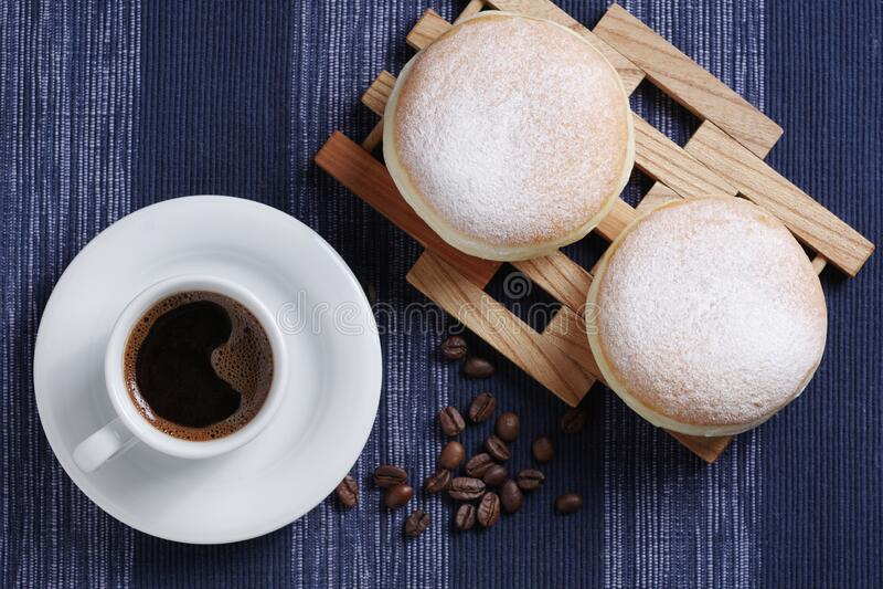 Ντόνατ και καφές στοκ φωτογραφίες με δικαίωμα ελεύθερης χρήσης