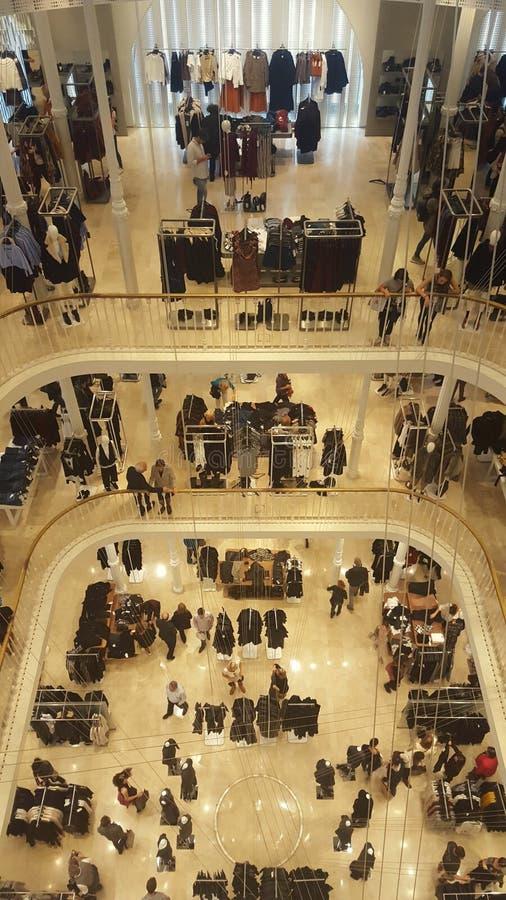 ντύνοντας μεγάλο κατάστημα εσωτερικός στοκ εικόνες
