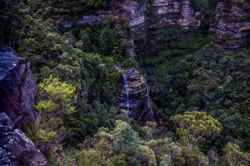 Νυφικές πτώσεις πέπλων, μπλε εθνικό πάρκο βουνών στοκ εικόνα με δικαίωμα ελεύθερης χρήσης