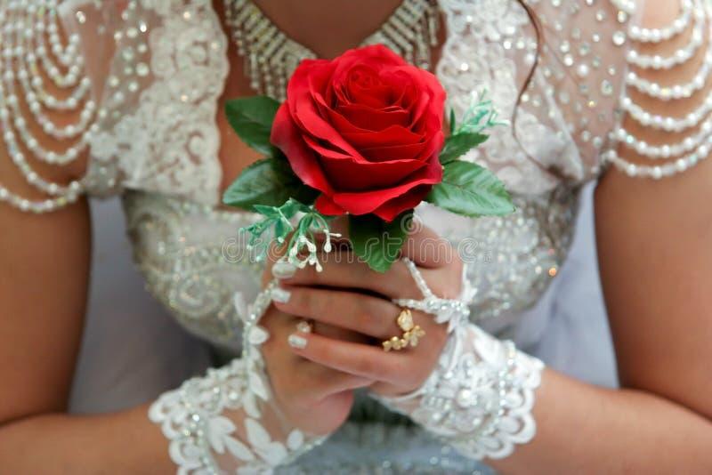 Νυφική ανθοδέσμη με τα κόκκινα τριαντάφυλλα στοκ φωτογραφίες με δικαίωμα ελεύθερης χρήσης