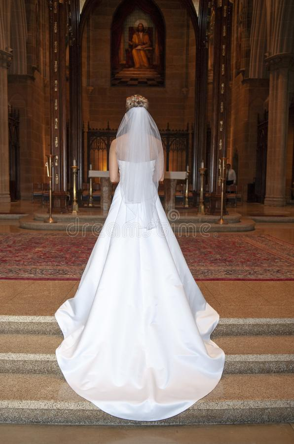 Νυφική εσθήτα πριν από τη γαμήλια τελετή στοκ φωτογραφία