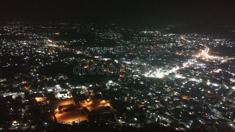 Νυχτερινή πόλη στοκ εικόνα με δικαίωμα ελεύθερης χρήσης
