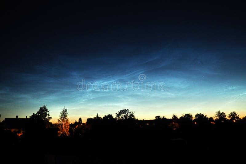 Νυχτερινός ουρανός και Noctilucent παρατήρηση σύννεφων στοκ φωτογραφίες με δικαίωμα ελεύθερης χρήσης