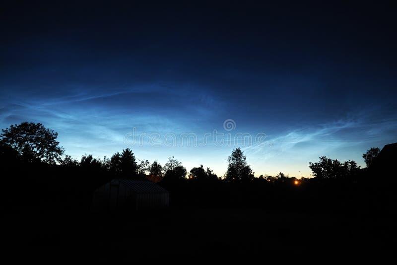 Νυχτερινός ουρανός και Noctilucent παρατήρηση σύννεφων στοκ εικόνες