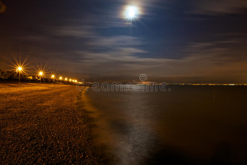 Νυχτερινός ουρανός πέρα από τη θάλασσα στοκ εικόνα με δικαίωμα ελεύθερης χρήσης