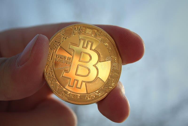 Νόμισμα σε κρυπτογράφηση bitcoin, τεχνολογία φραγμού, αποκεντρωμένο νόμισμα, στοκ φωτογραφία