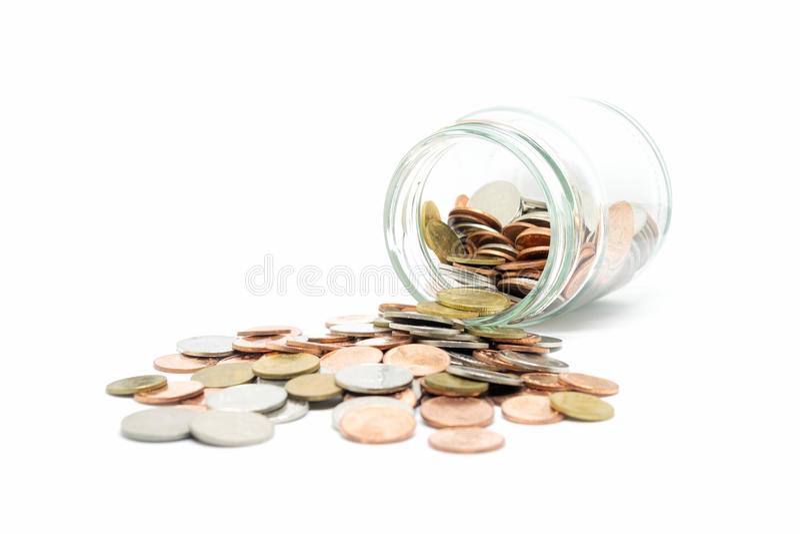 Νόμισμα στο μπουκάλι γυαλιού στο άσπρο υπόβαθρο στοκ εικόνα με δικαίωμα ελεύθερης χρήσης