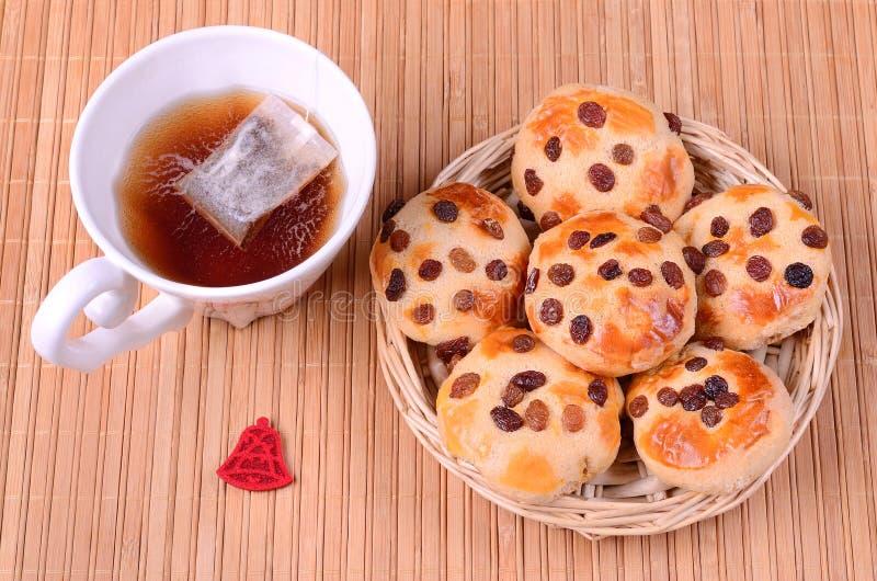 Νόστιμα μπισκότα με το φλυτζάνι του τσαγιού στοκ φωτογραφία με δικαίωμα ελεύθερης χρήσης