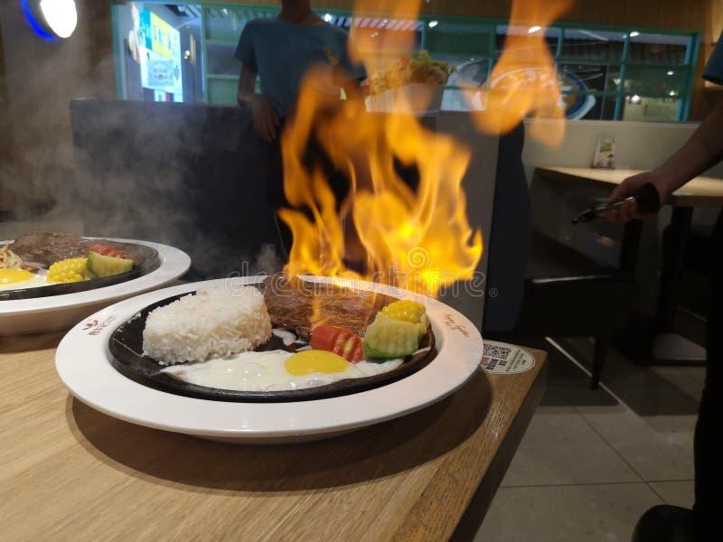 Νόστιμη μπριζόλα από σιρλόινο φλόγας στο Shunde στοκ εικόνες