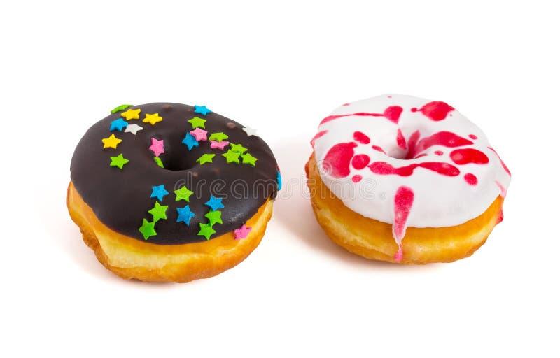 Νόστιμος που βερνικώνεται donuts απομονωμένος στο άσπρο υπόβαθρο στοκ εικόνες