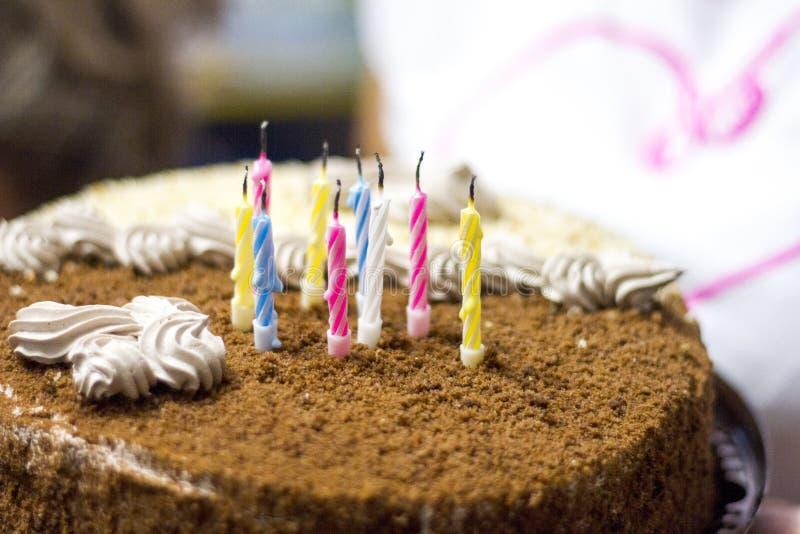 Νόστιμο καφετί κέικ σοκολάτας με στοκ φωτογραφία