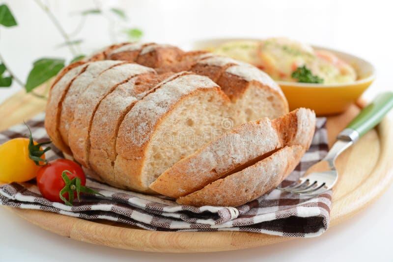 Νόστιμο ψωμί με gratin πατατών στοκ εικόνα με δικαίωμα ελεύθερης χρήσης