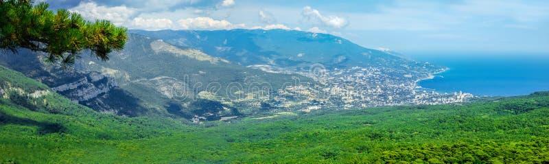 Νότιο μέρος της χερσονήσου της Κριμαίας, τοπίο AI-Petri βουνών. UK στοκ εικόνες
