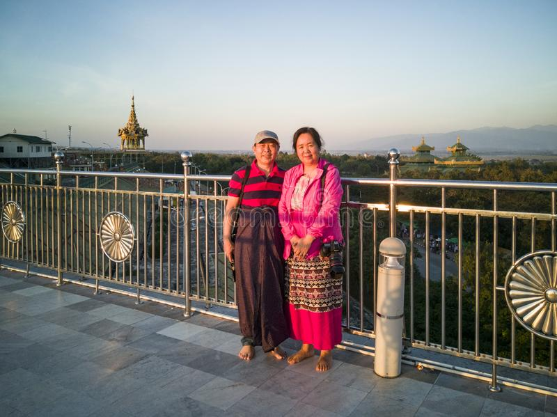 Νύφη και νεόνυμφος στην παγόδα uppatasani, Myanmar στοκ φωτογραφία με δικαίωμα ελεύθερης χρήσης