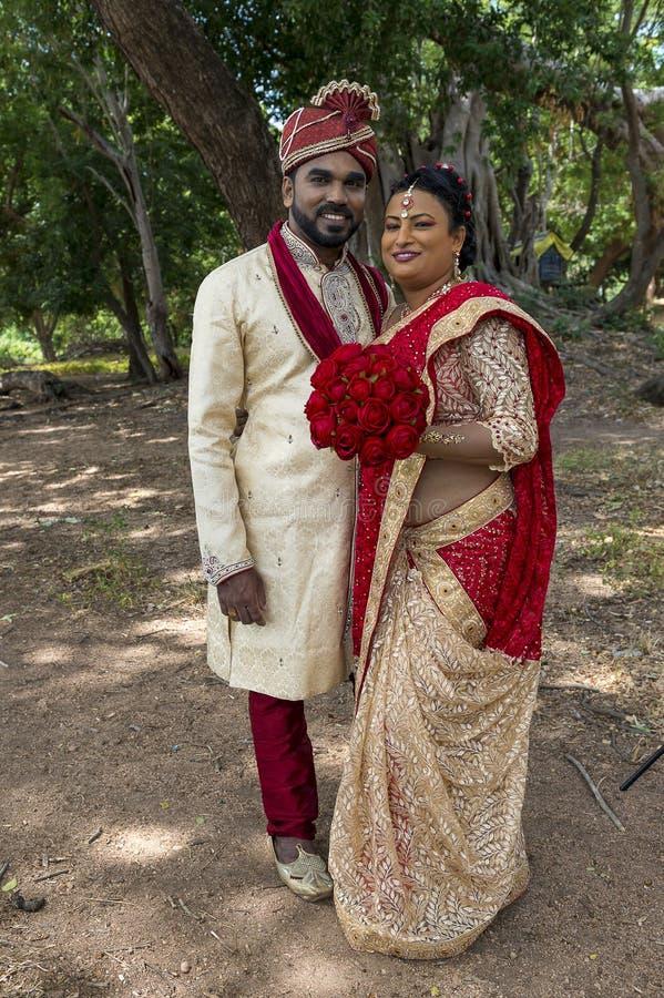 Νύφη και νεόνυμφος της Σρι Λάνκα στοκ εικόνα με δικαίωμα ελεύθερης χρήσης