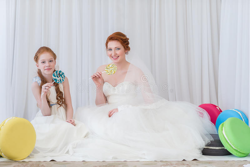 Νύφη με την αδελφή της στοκ εικόνα