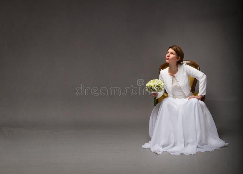 Νύφη που ανατρέχει με το κενό διάστημα στοκ φωτογραφίες