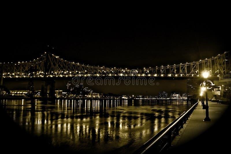 Νύχτα ανατολικών ποταμών NYC στοκ εικόνες