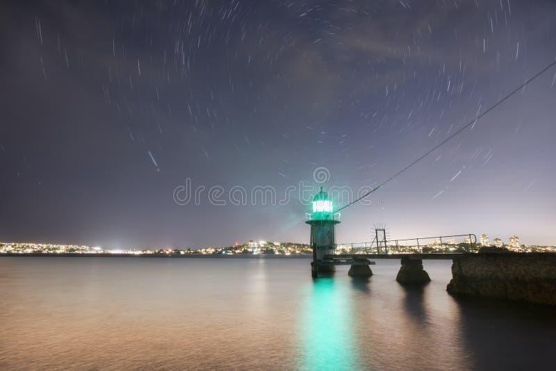 Νύχτα αστεριών φάρων στοκ εικόνες με δικαίωμα ελεύθερης χρήσης