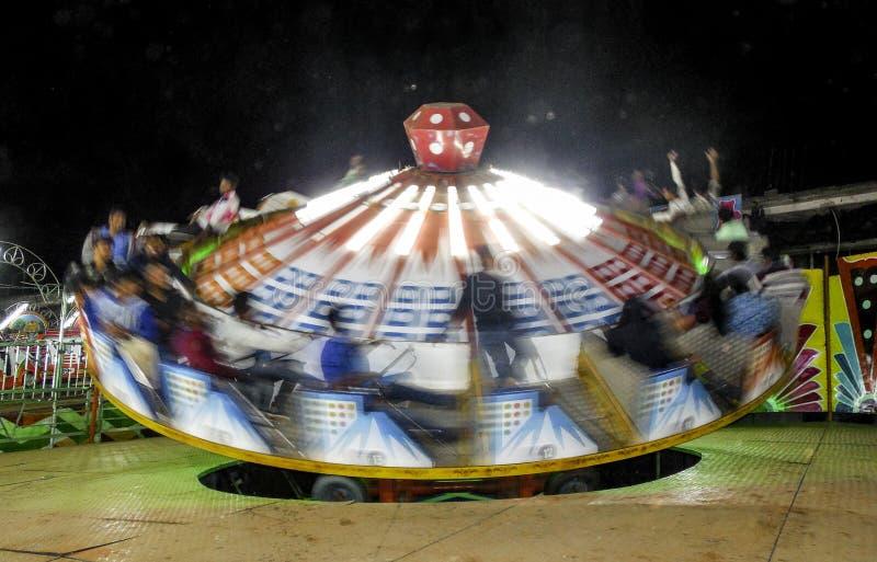 Νύχτα γύρου διασκέδασης Wipeout ζωηρόχρωμη στοκ φωτογραφία με δικαίωμα ελεύθερης χρήσης